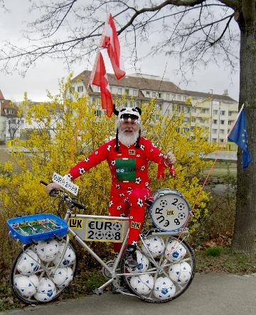 Didi Senft mit seinem Euro 08 Fahrrad